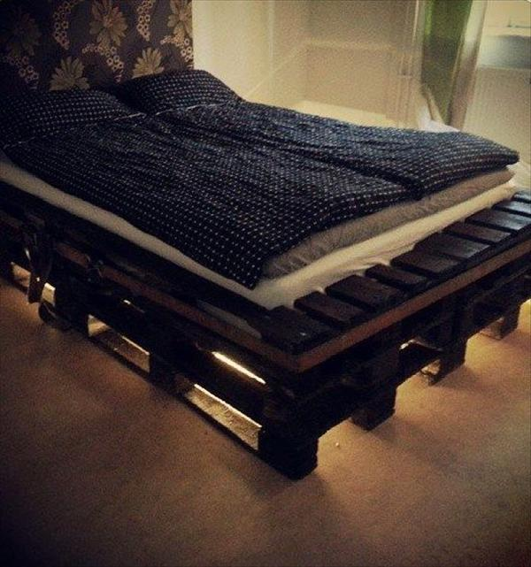 Image of: DIY Pallet Bed Frame with Lights