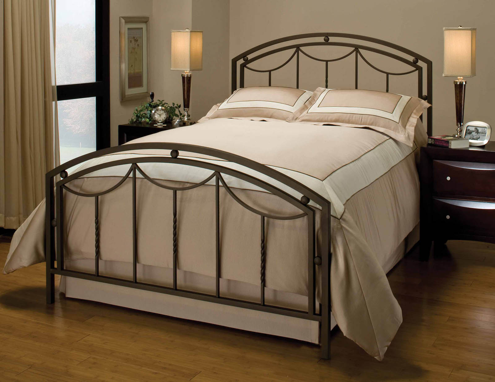 Image of: Full Size Metal Bed Frame Pictures
