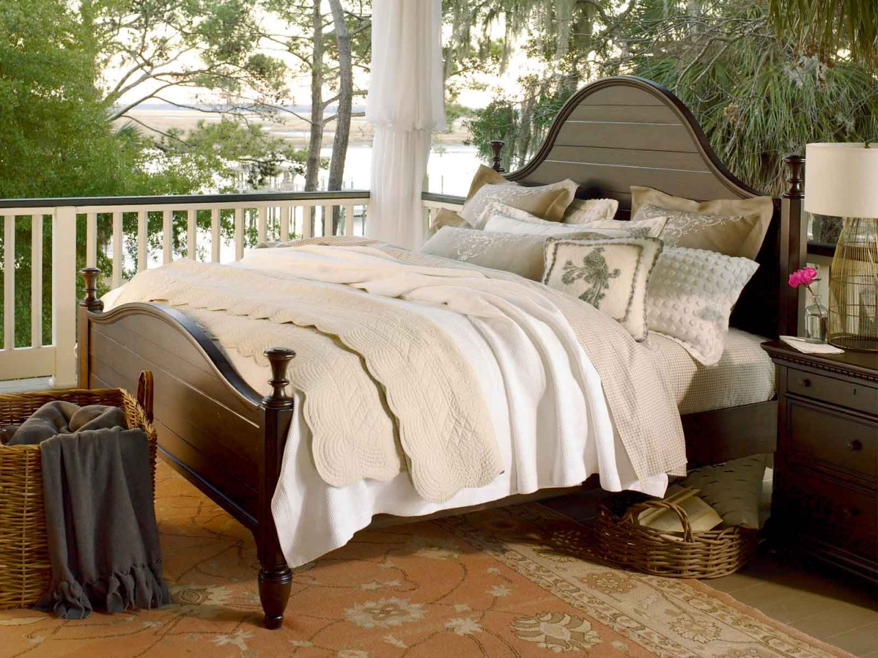 Image of: Small paula deen bedroom furniture