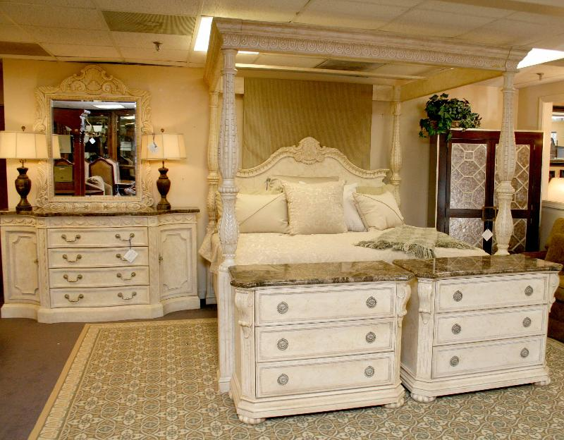Image of: canopy bedroom sets for sale