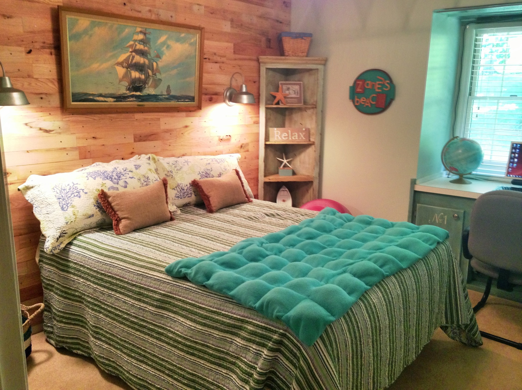 Image of: cool beach themed bedrooms