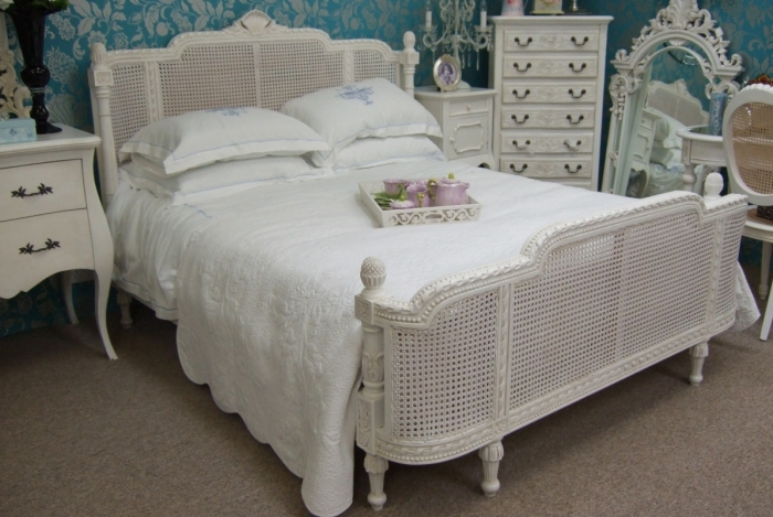 Image of: popular french provincial bedroom furniture
