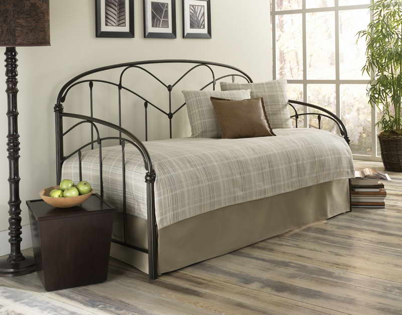 Image of: Iron Contemporary Daybed Covers