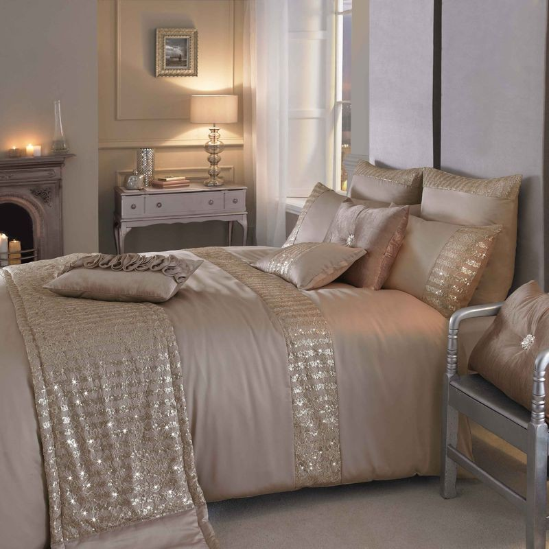 Image of: Luxury Contemporary Bedding Set