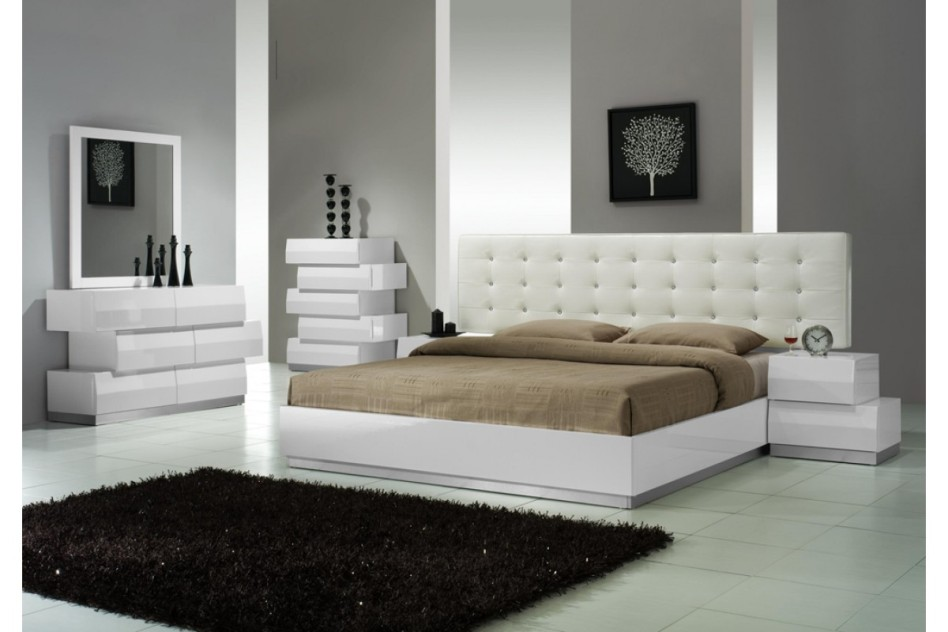 Image of: White Contemporary Bedding Sets