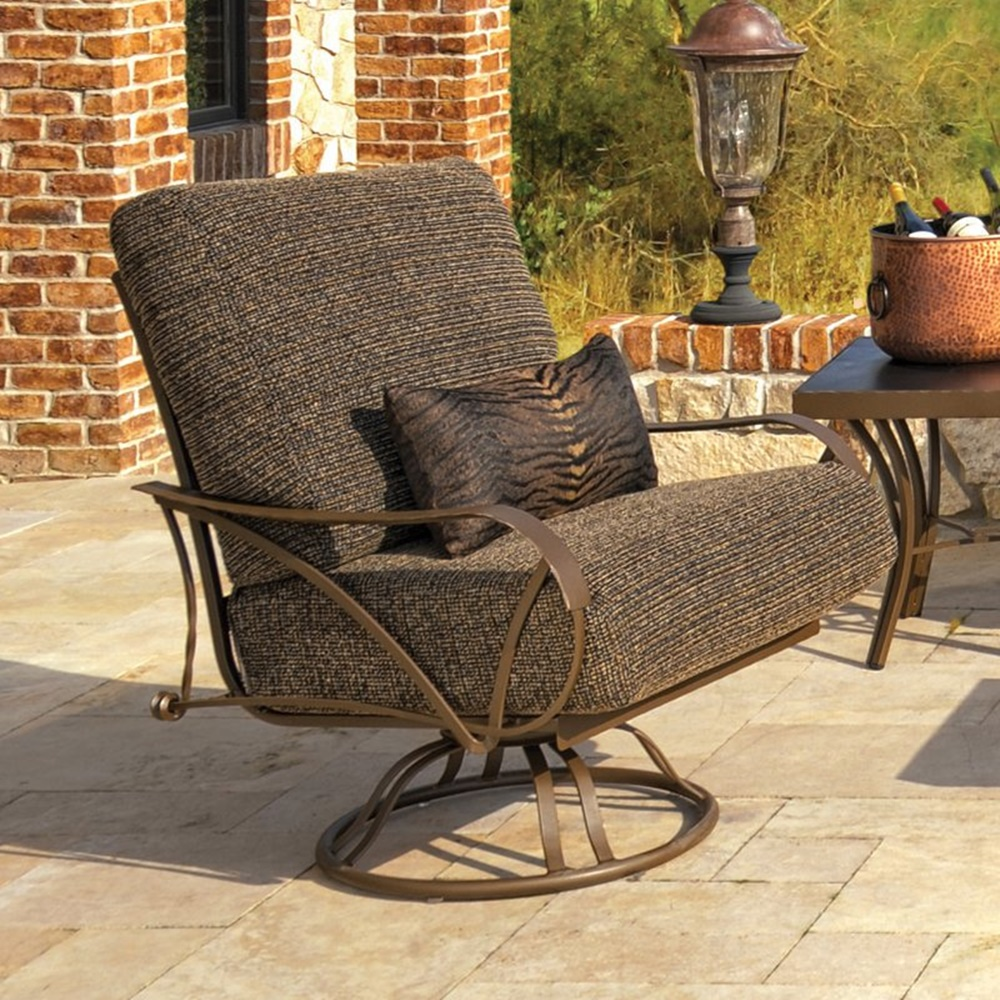 Image of: Comfortable Swivel Patio Chair