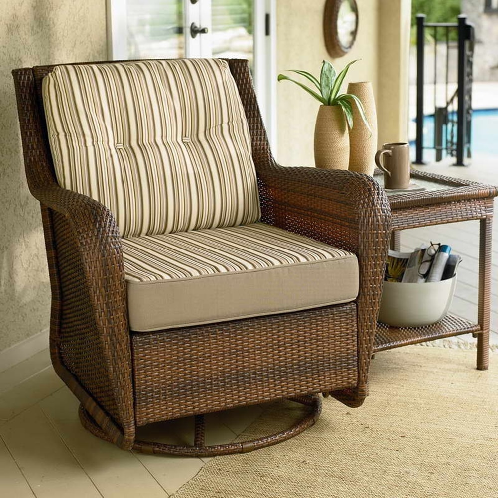 Image of: Wicker Swivel Patio Chair