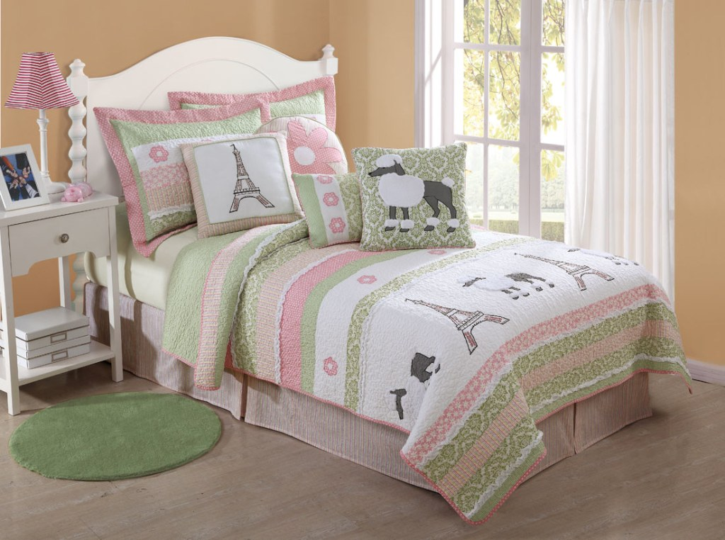 Image of: Cute Teen Bedding Ideas