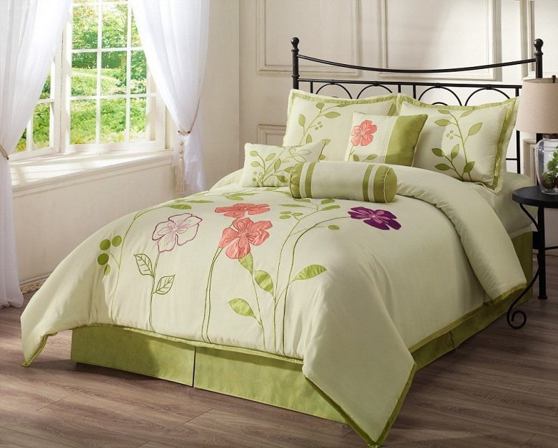 Image of: Cute Teen Bedding Sets