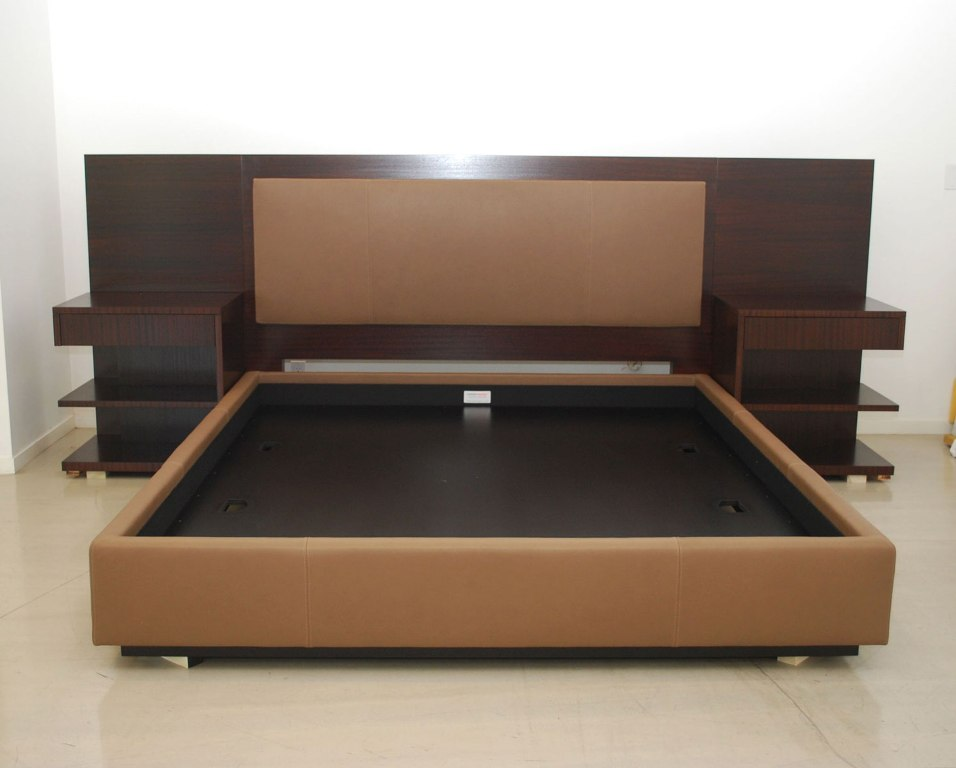 Image of: Full King Size Bed Frame Dimensions in Feet