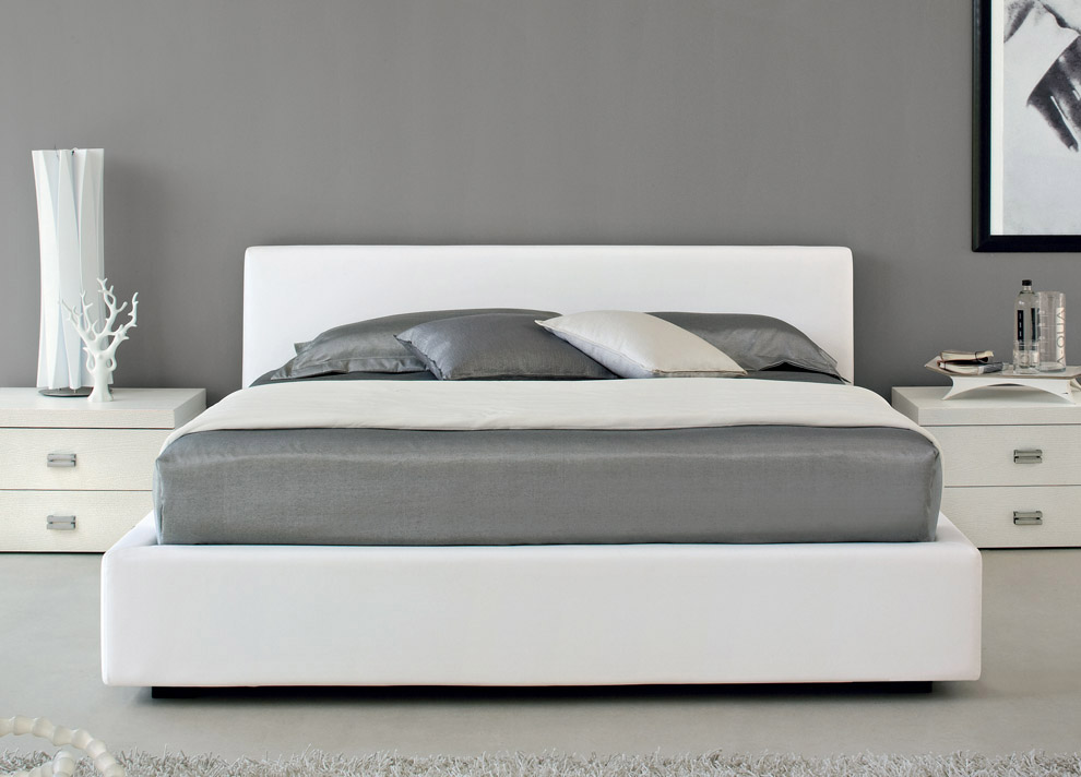 Image of: King Sized Bed White