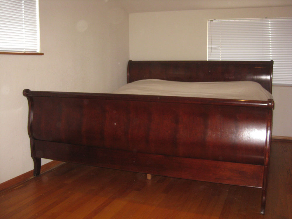 Image of: King Sleigh Bed Paint
