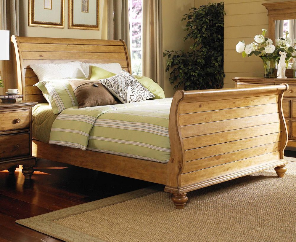 Image of: King Sleigh Bed Wood