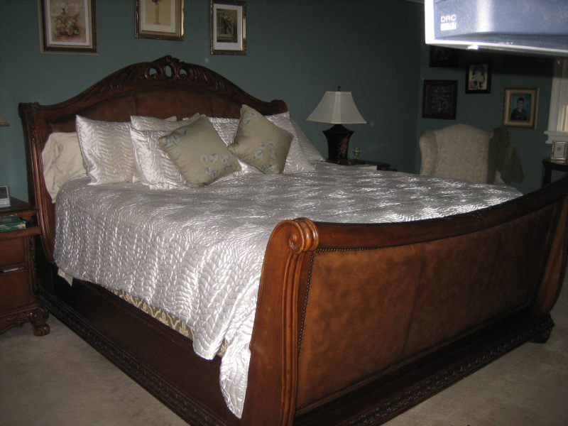 Image of: Wood King Sleigh Bed