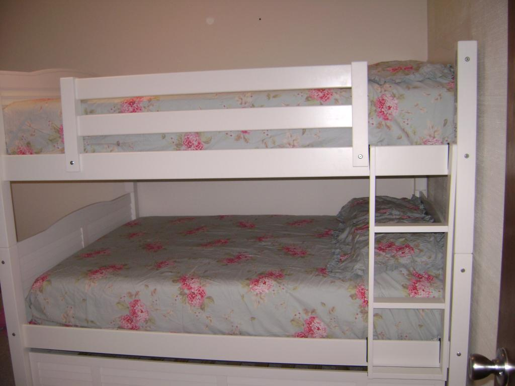 Image of: Low Height Bunk Beds Wood