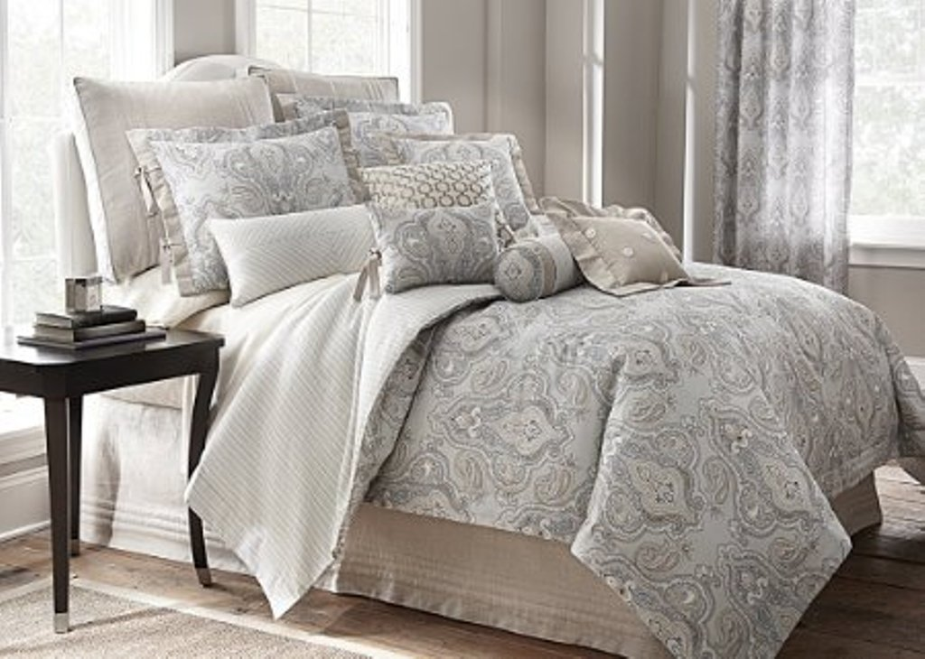 Image of: Cal King Bedding Sets Peacock Design