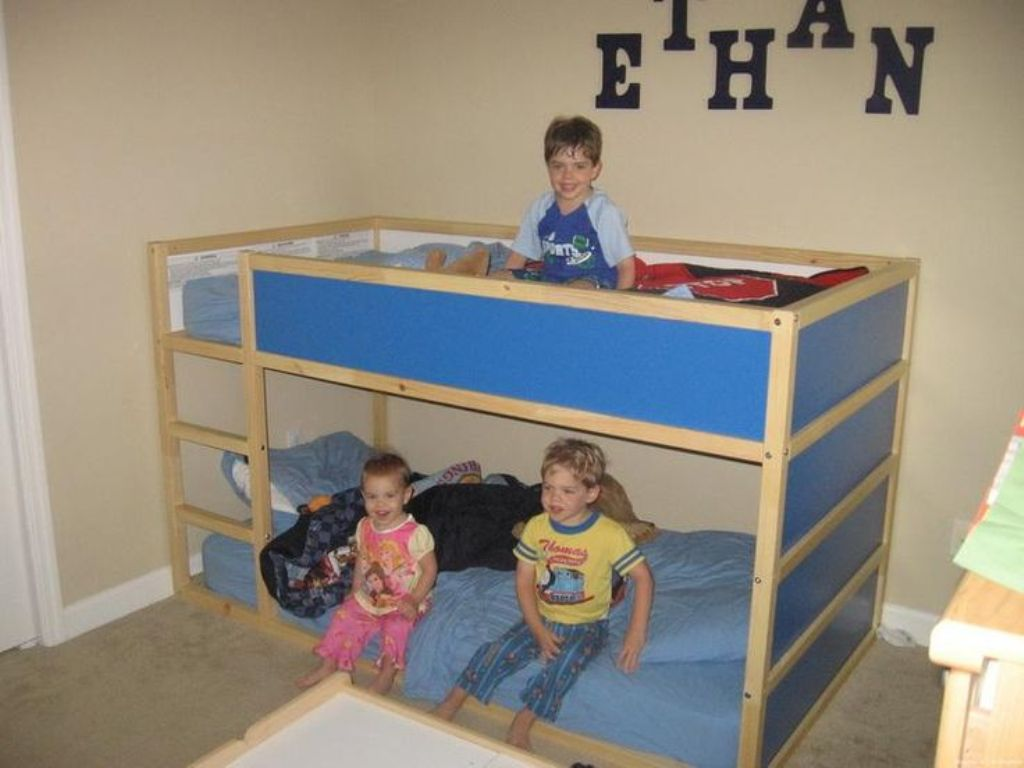 Image of: Kura Loft Bed Designs