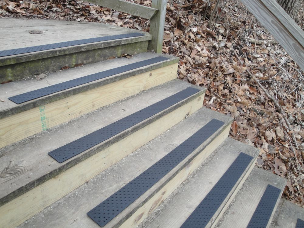 Image of: Outdoor Stair Treads Non Slip