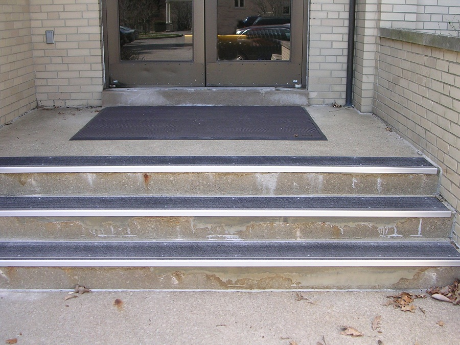 Image of: Outdoor Stair Treads Type