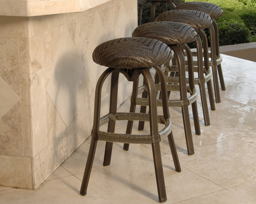 Image of: Round Outdoor Barstools