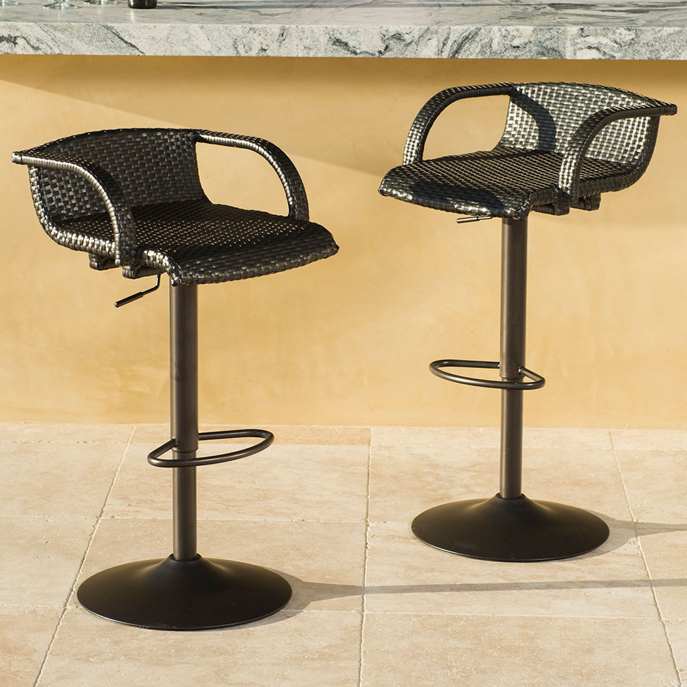 Image of: Swivel Outdoor Barstools