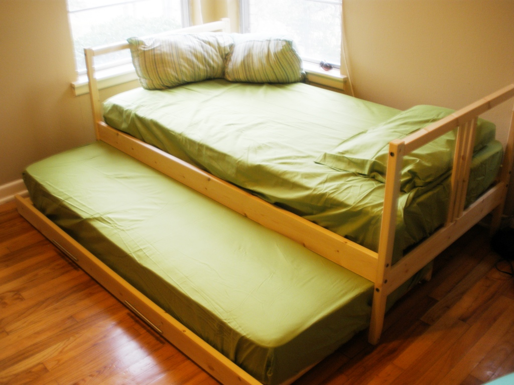 Image of: Twin Trundle Beds Green