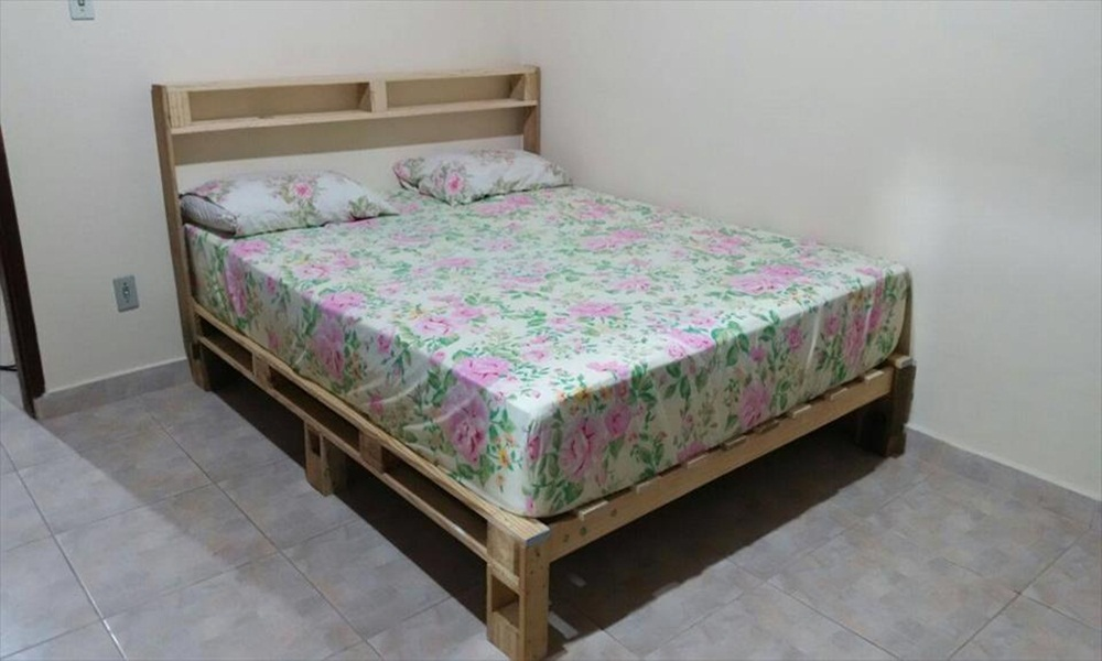 Image of: Beds Made Out Of Pallets