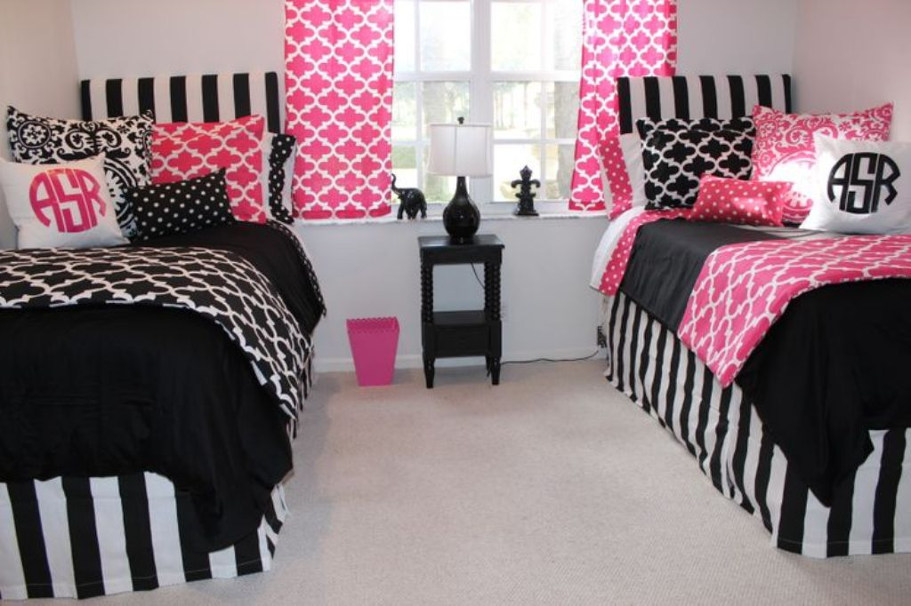 Image of: The Cute Dorm Room Bedding Ideas