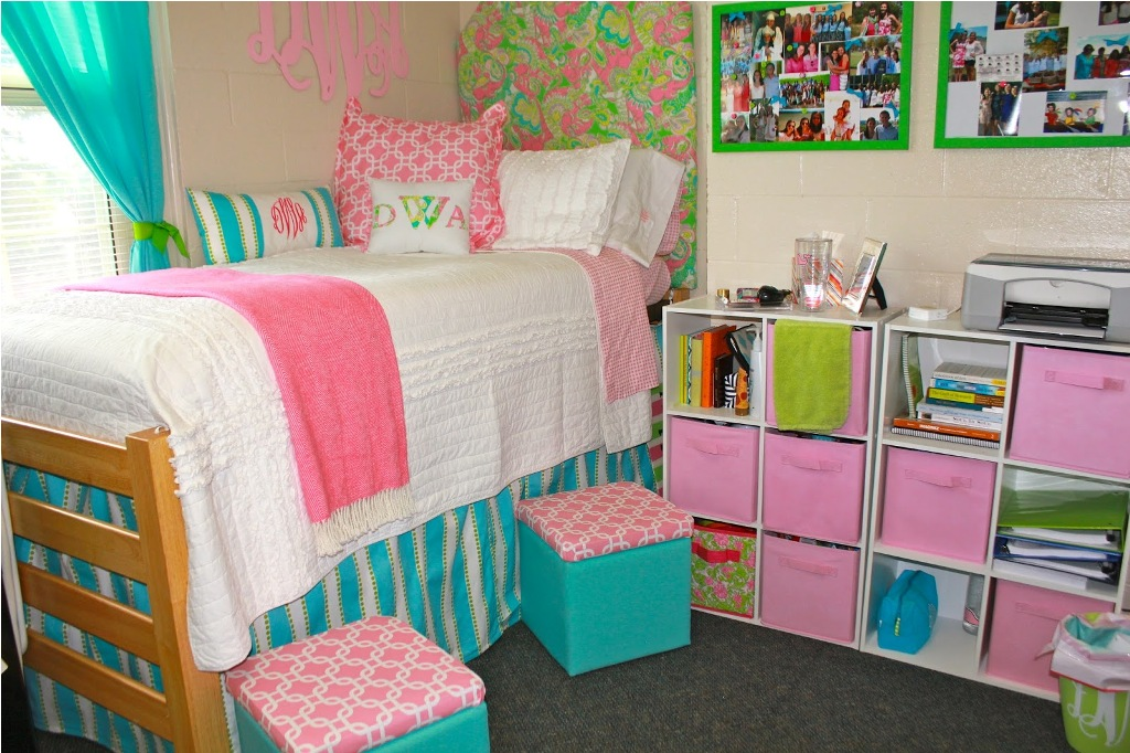 Cute Dorm Room Bedding Wall Ideas