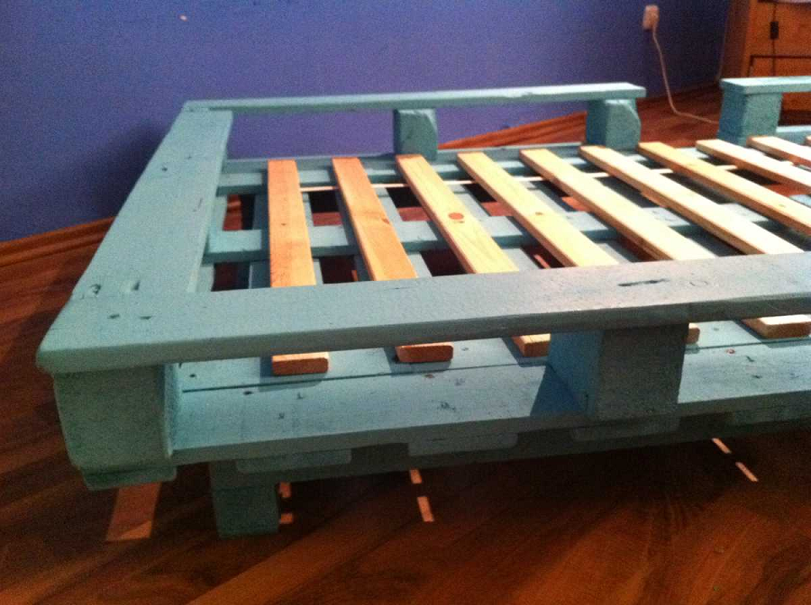 Image of: Finished Pallet Furniture Bed