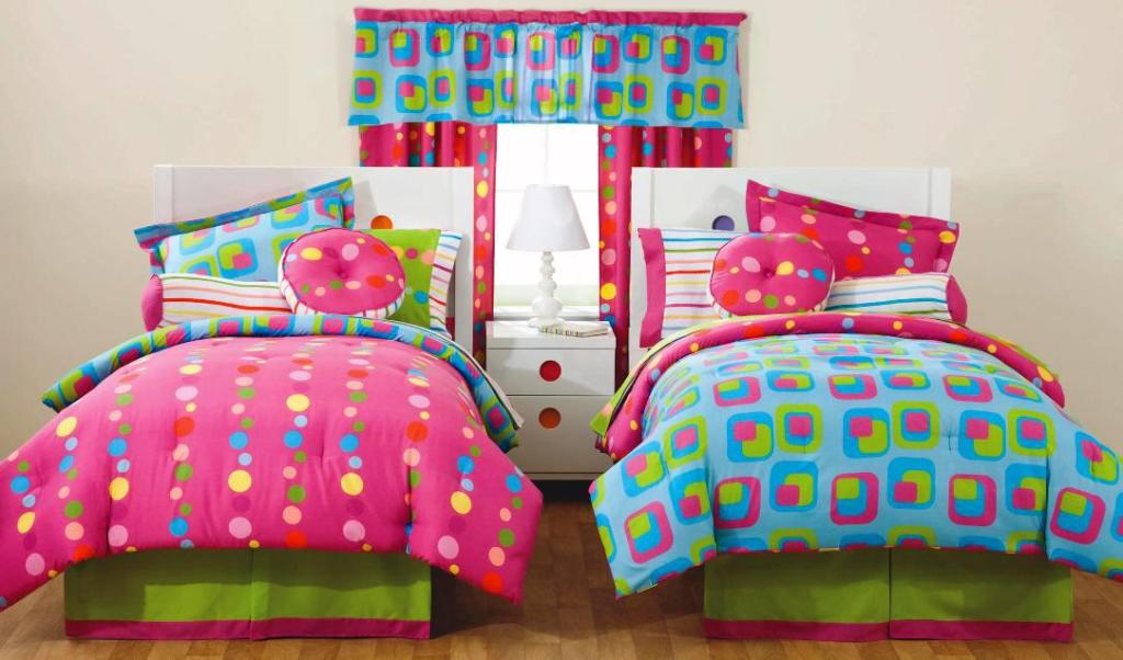 Girls Twin Bedding and Decorating Idea