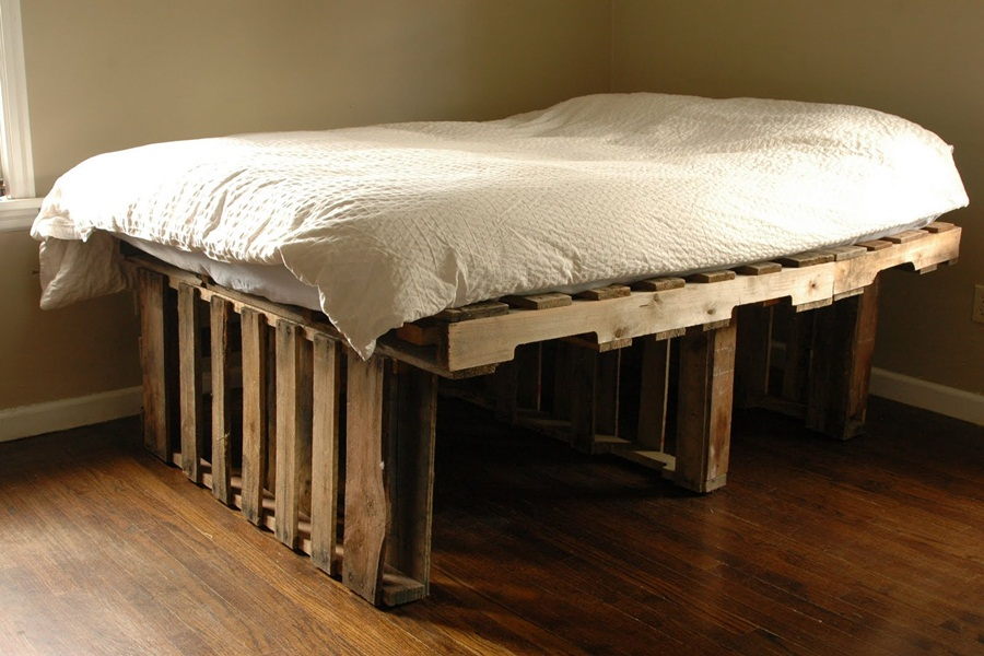 Image of: High Beds Made Out Of Pallets