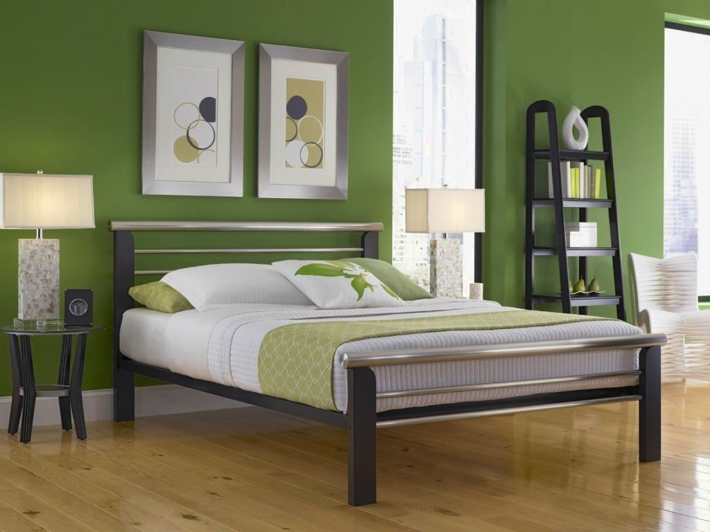 Image of: Metal Queen Bed Frame Wood King