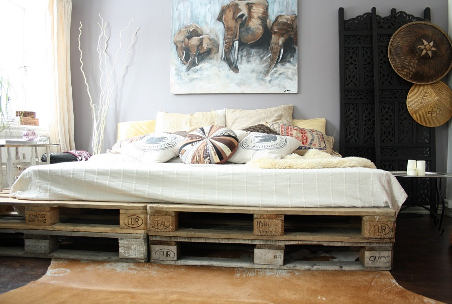 Image of: Pallet Furniture Bed Diy