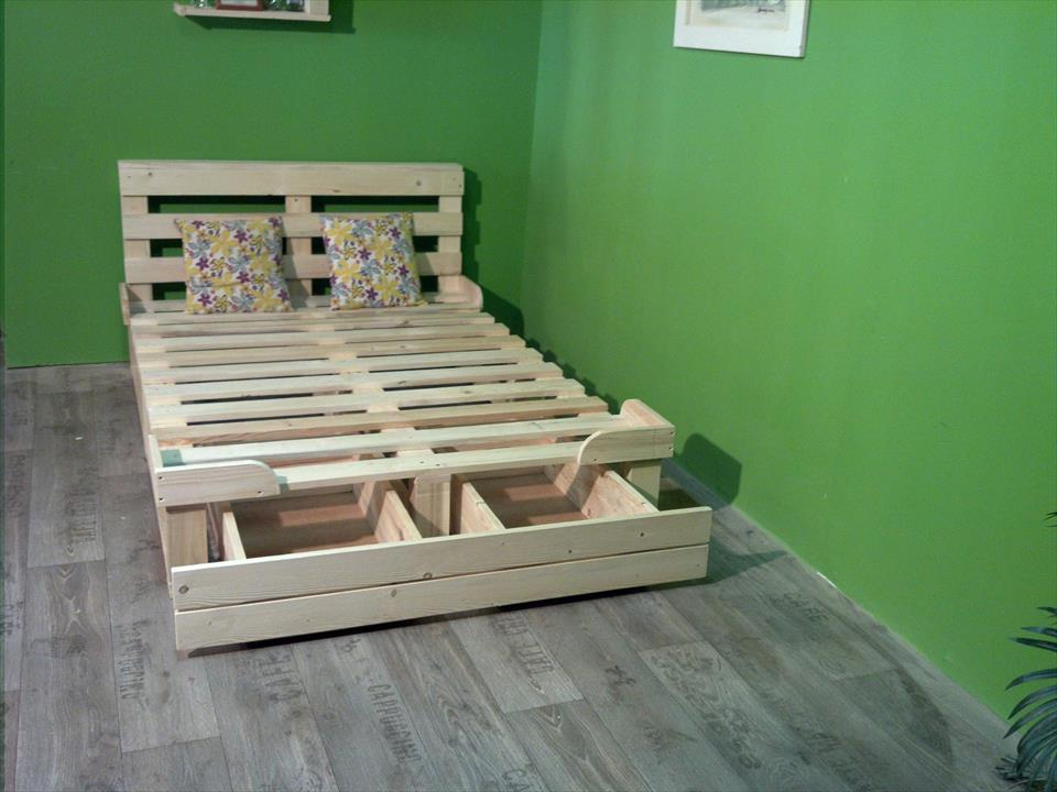 Image of: Platform Beds Made Out Of Pallets