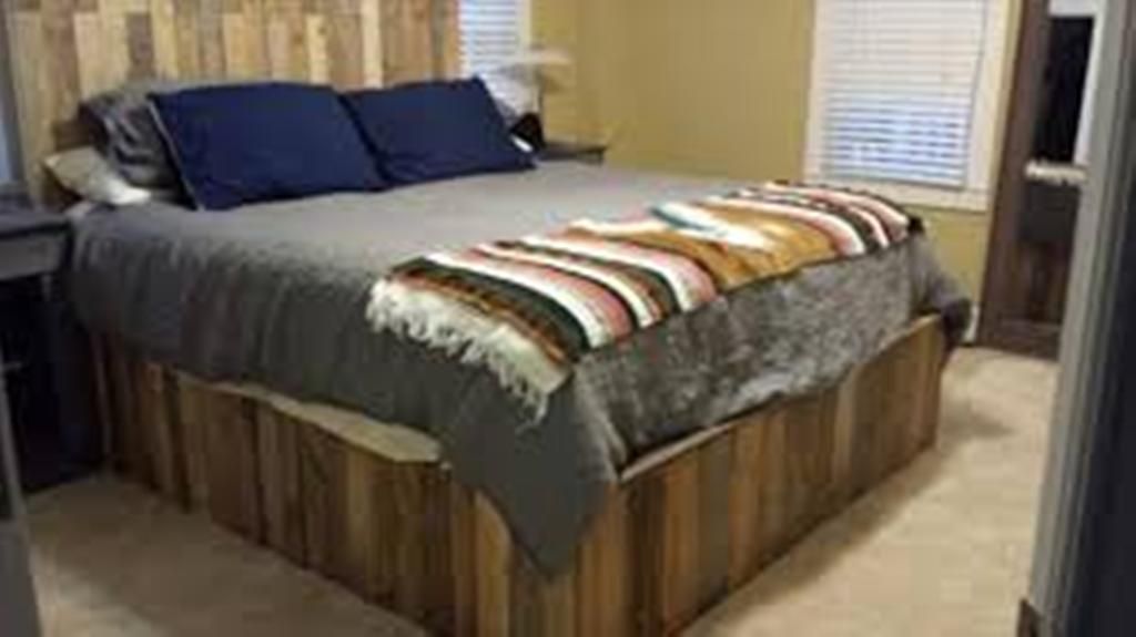 Image of: Wooden Pallet Bed Frame Gardening