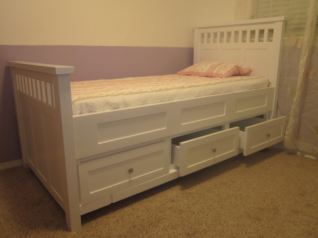 Image of: Small Wood Twin Bed Frame