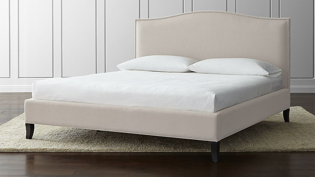 Image of: Tufted King Bed Size