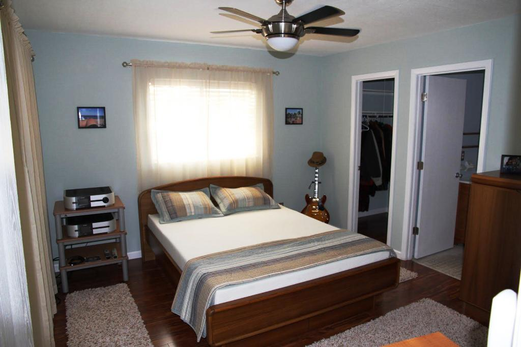 Image of: Arranging Bedroom Furniture In A Smalls Room