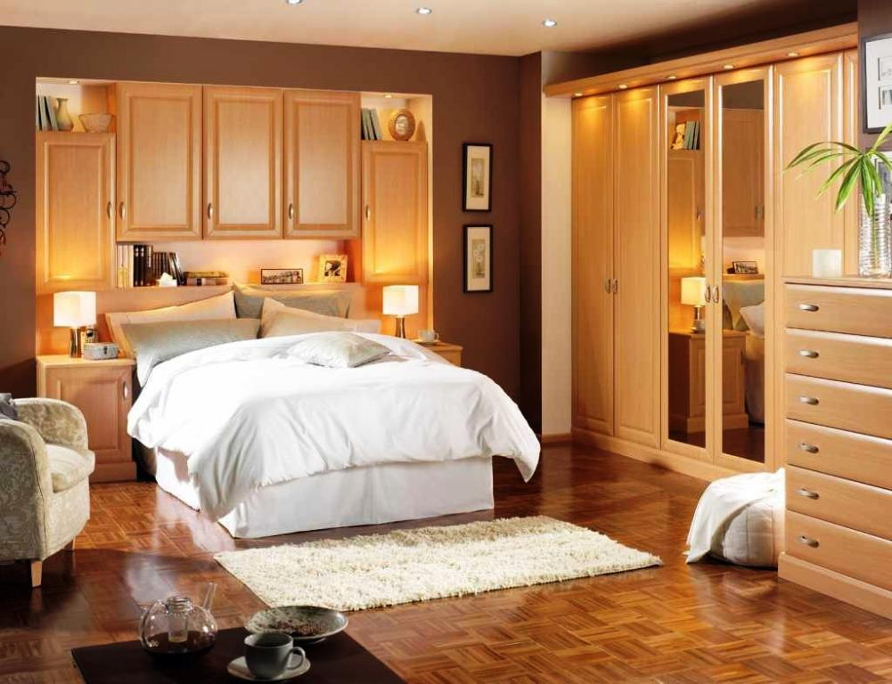 Image of: Arranging Small Bedroom Furniture