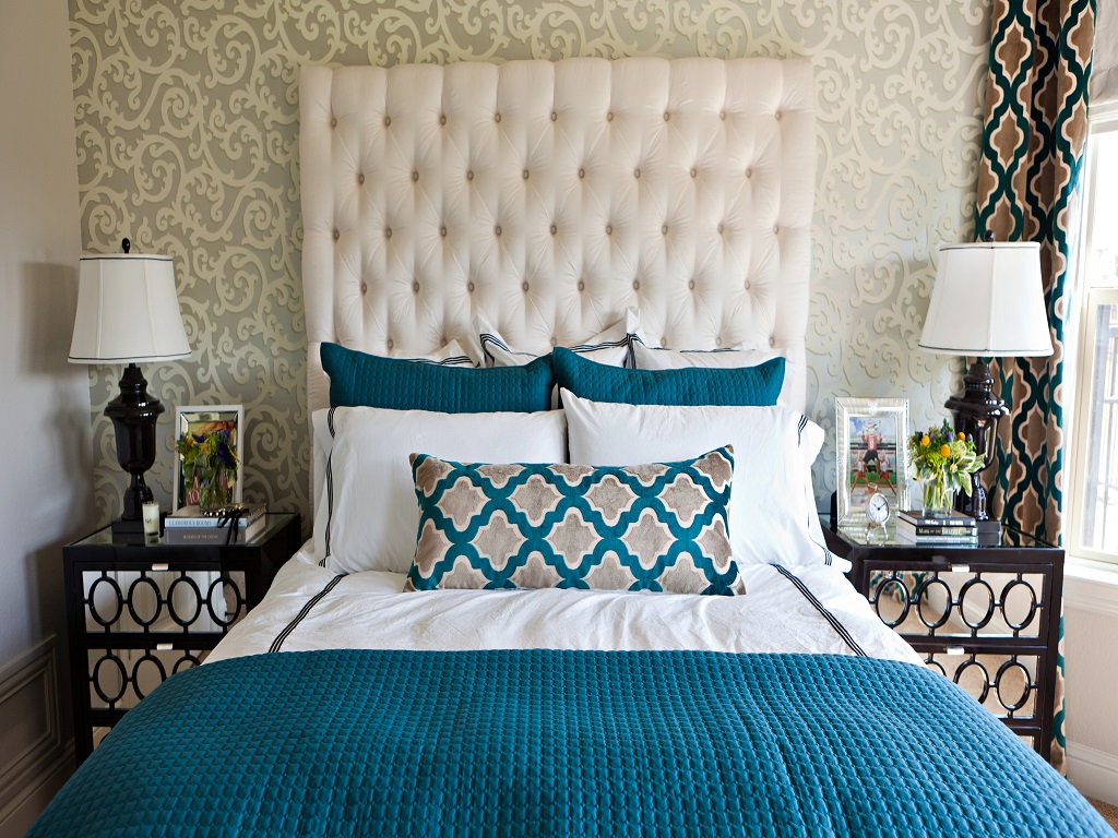 Image of: Blue And White Master Bedroom Ideas