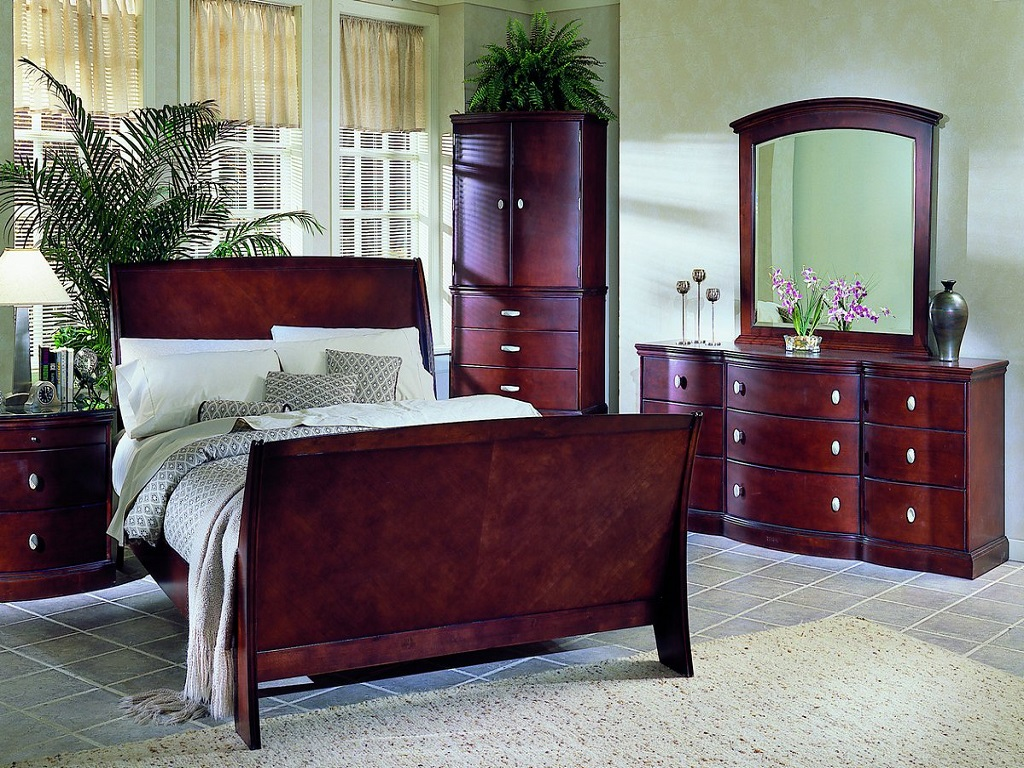 Broyhill Cherry Wood Bedroom Furniture