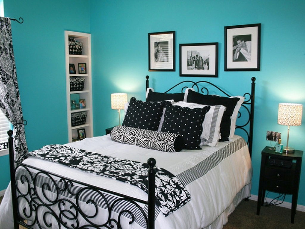 Image of: Light Blue And White Bedroom Ideas
