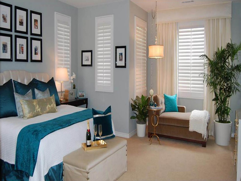 Image of: Navy Blue And White Bedroom Ideas