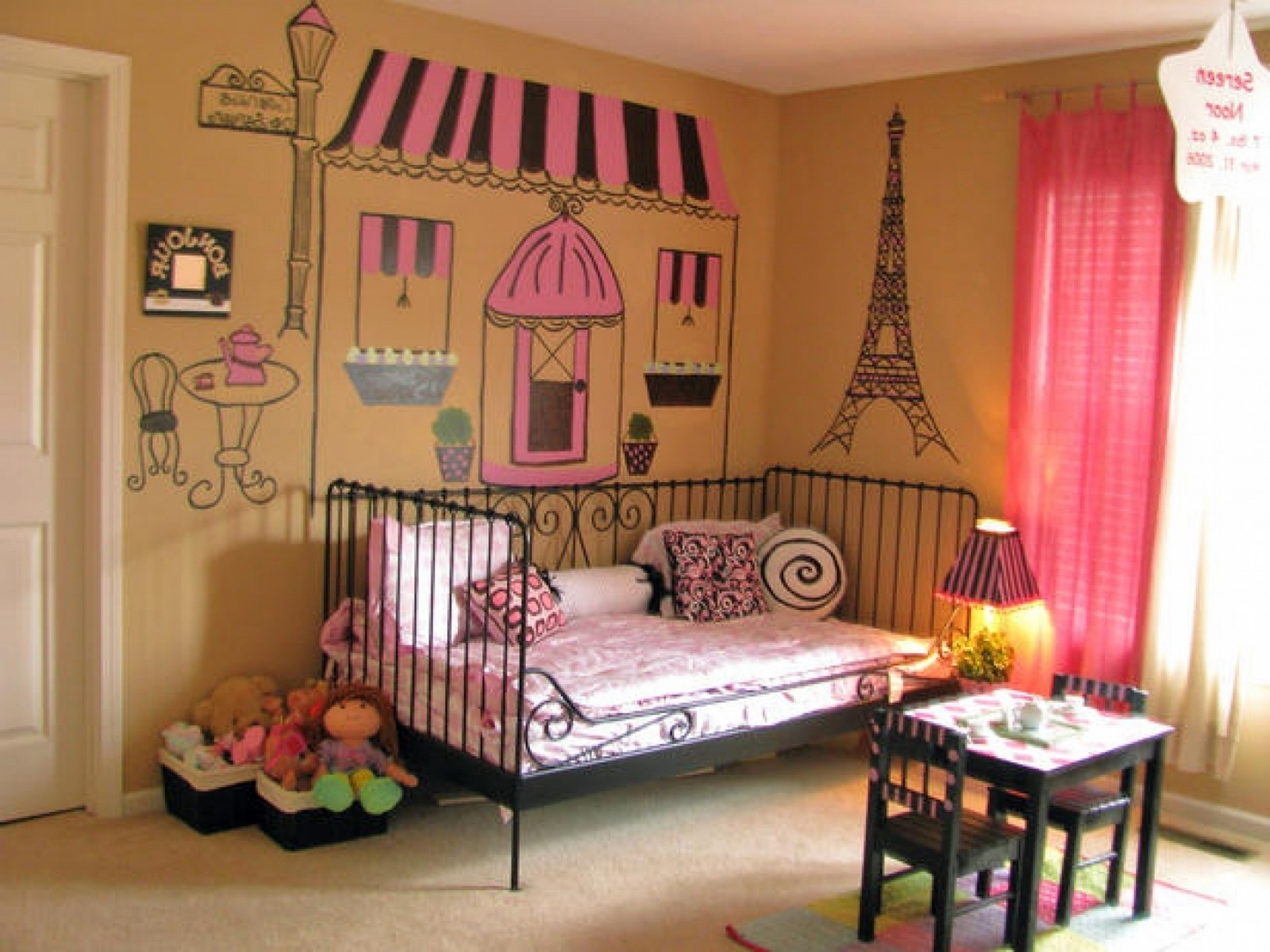 Image of: Paris Themed Bedroom Luxury