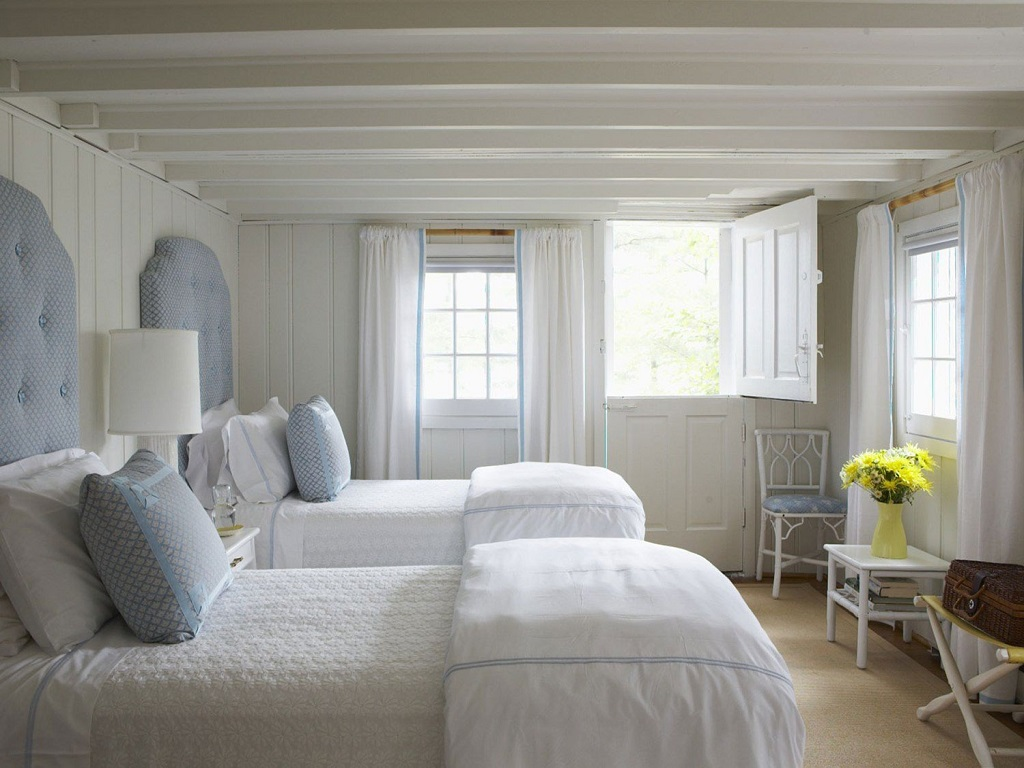 Image of: Red Blue And White Bedroom Ideas