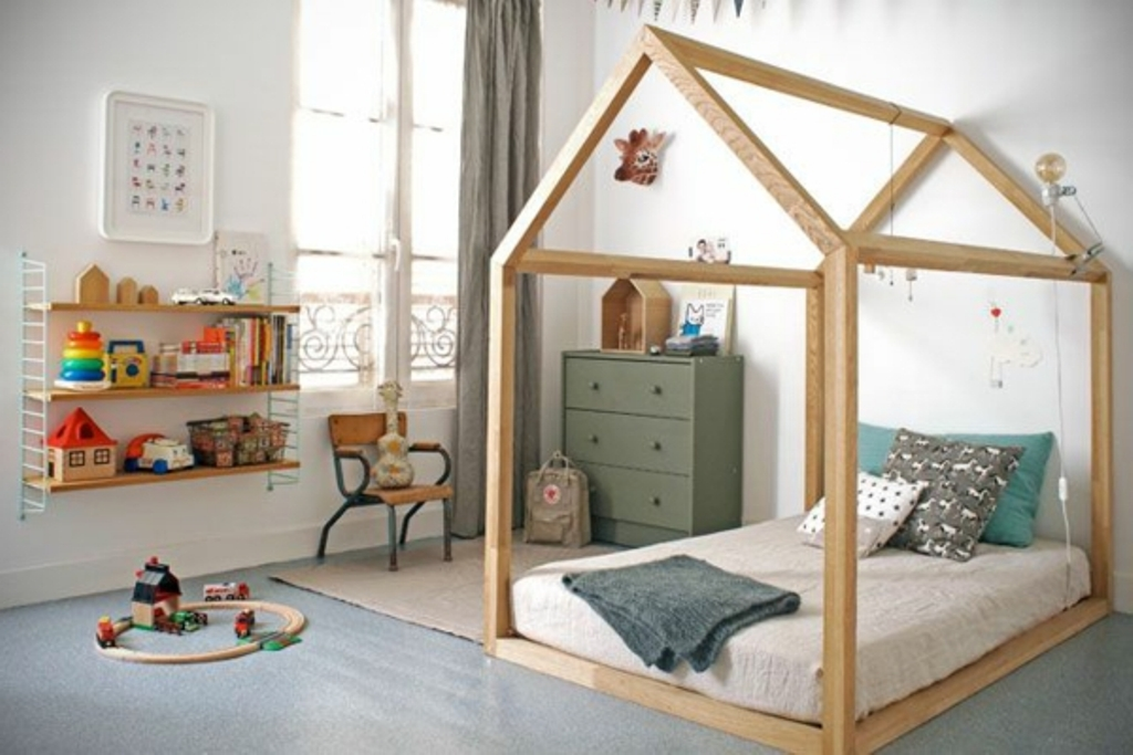 Image of: Toddler Bed Tent Diy