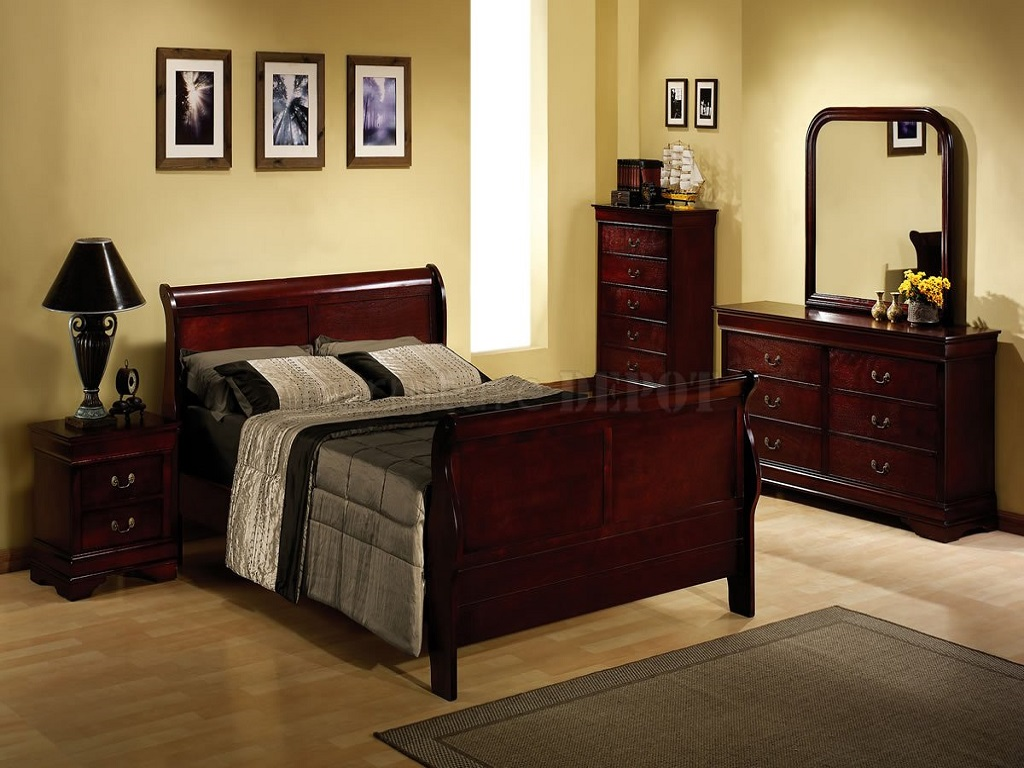 Image of: Traditional Cherry Wood Bedroom Furniture