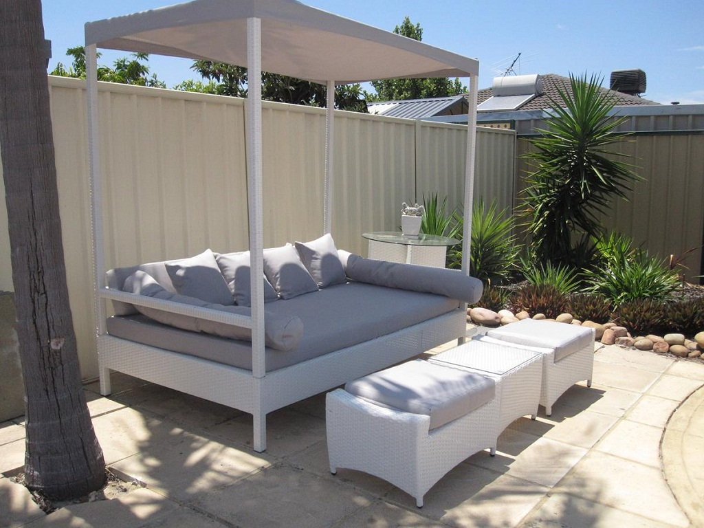 Image of: Best Outdoor Daybed Cushion