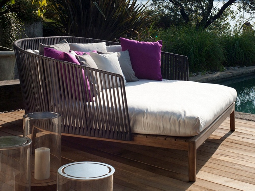 Image of: Custom Outdoor Daybed Cushions
